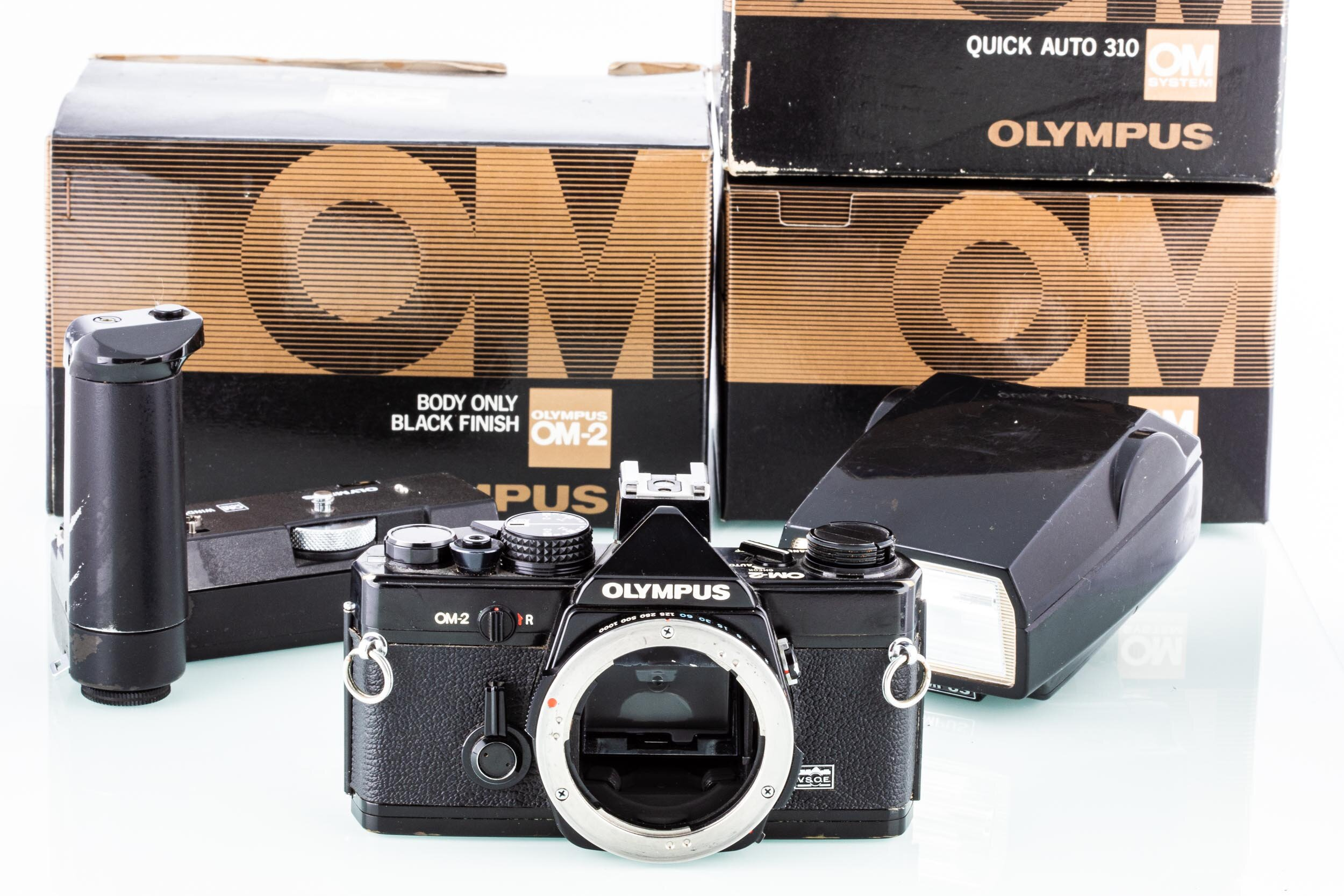 Olympus OM-2 + Winder 1 + Blitz schwarz