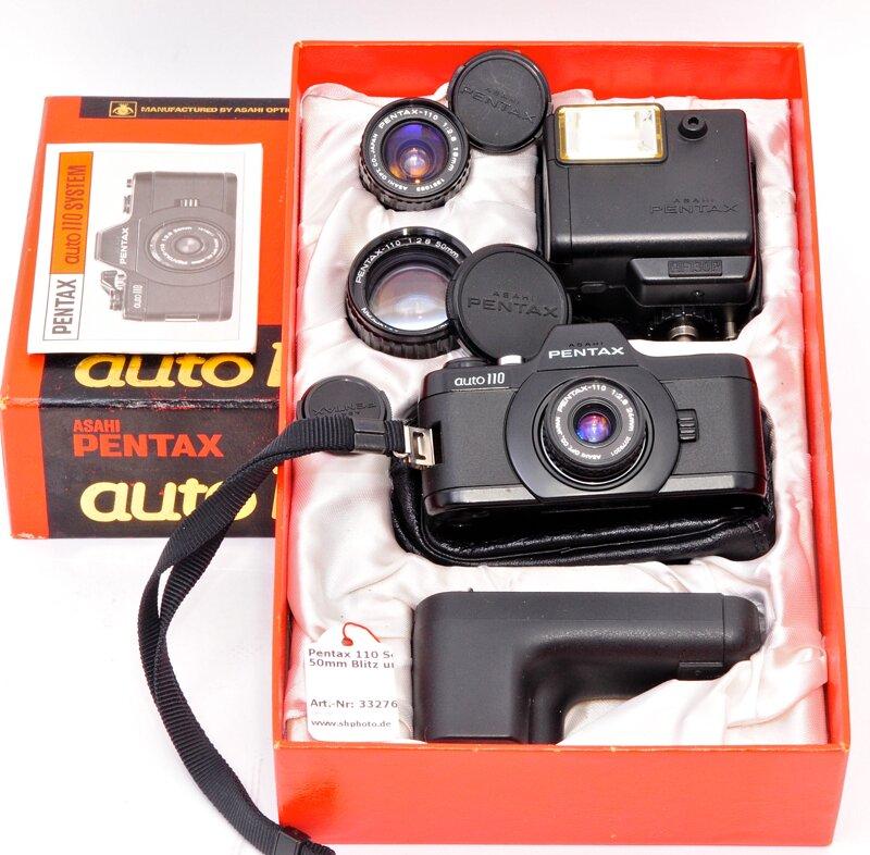 Pentax 110 Set mit 18 / 50mm Blitz und Handgriff