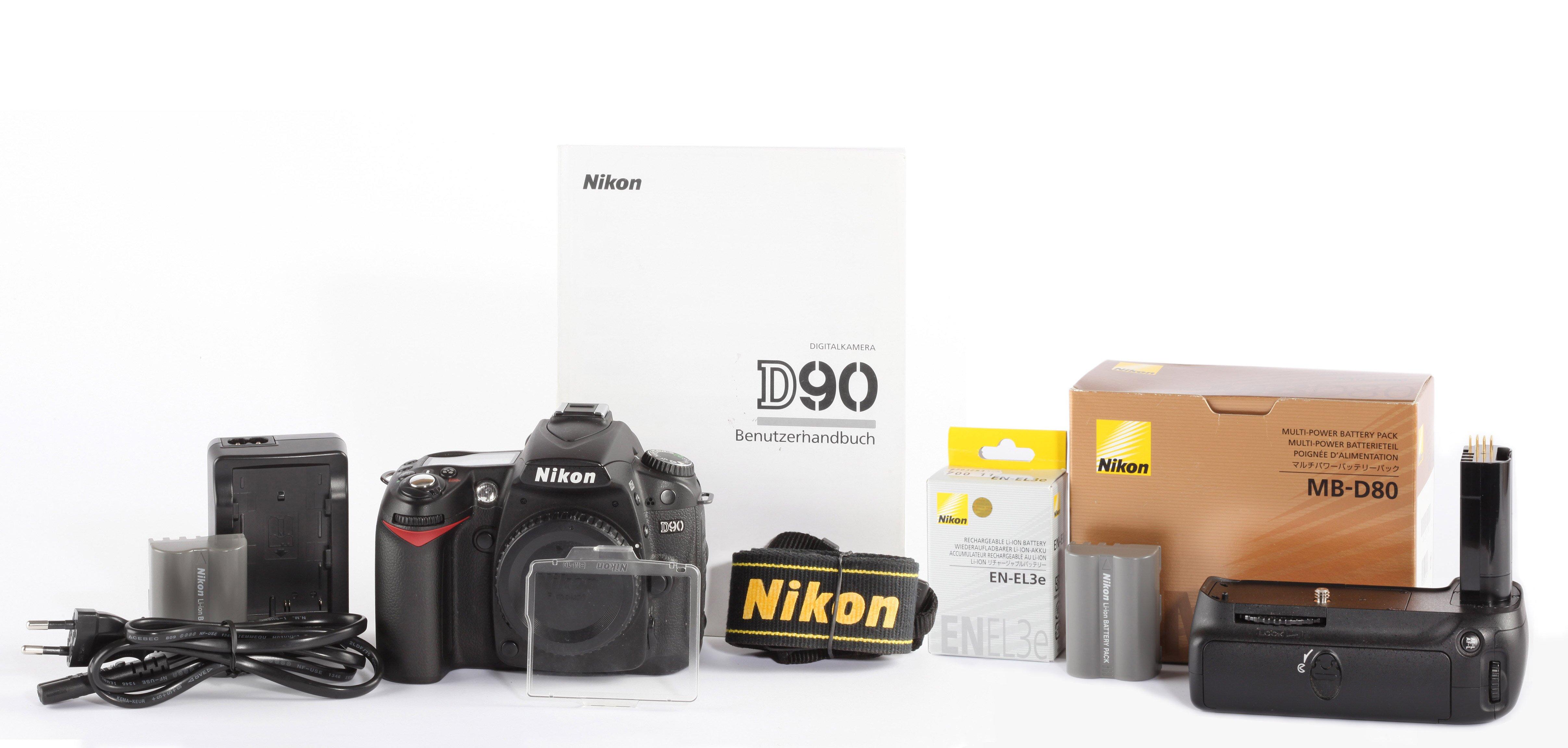 Nikon D90 + Nikon MB-D80 26900 Auslösungen
