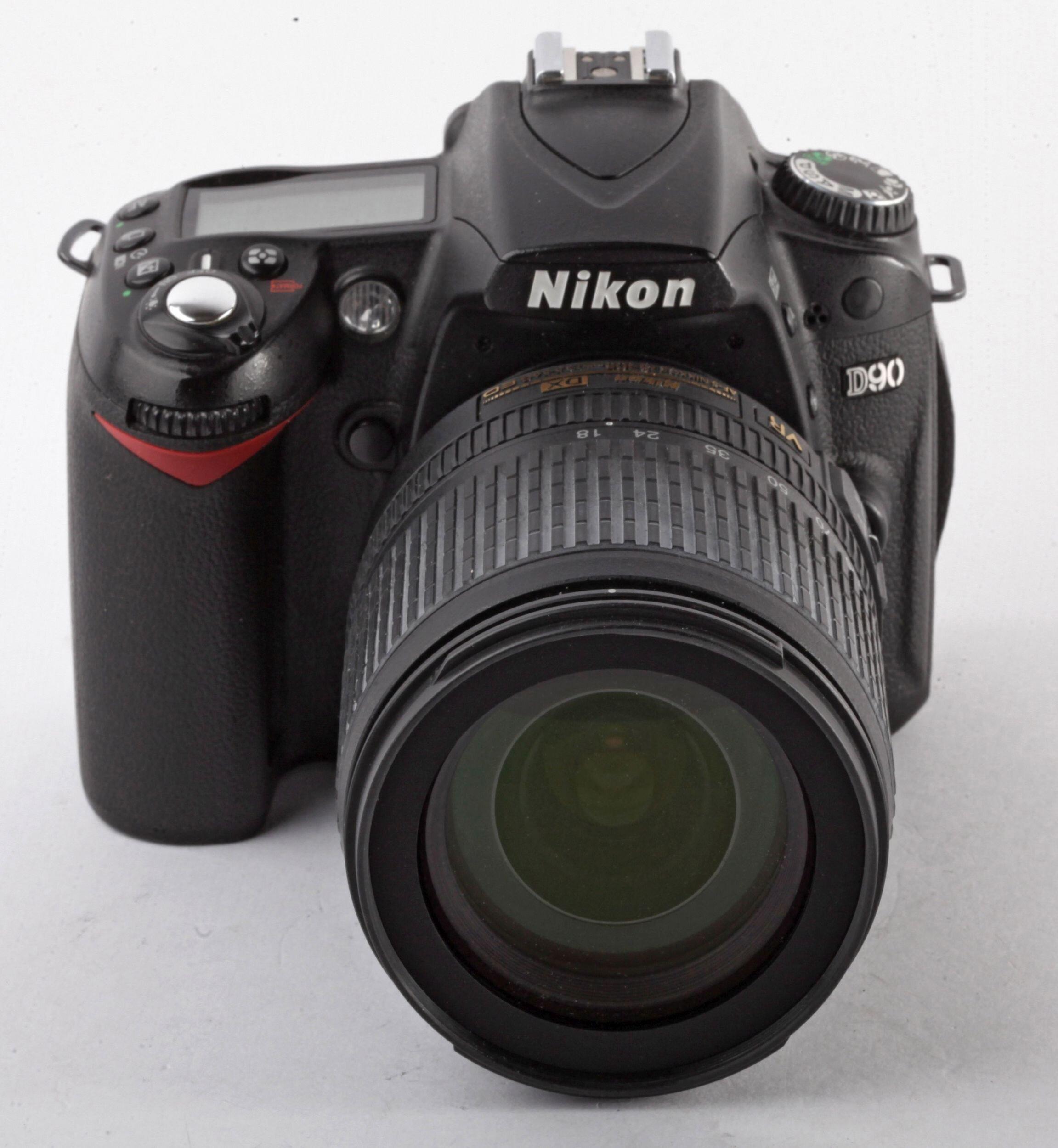 Nikon D90 mit Nikon AF-S 18-105mm 43000 Auslösungen