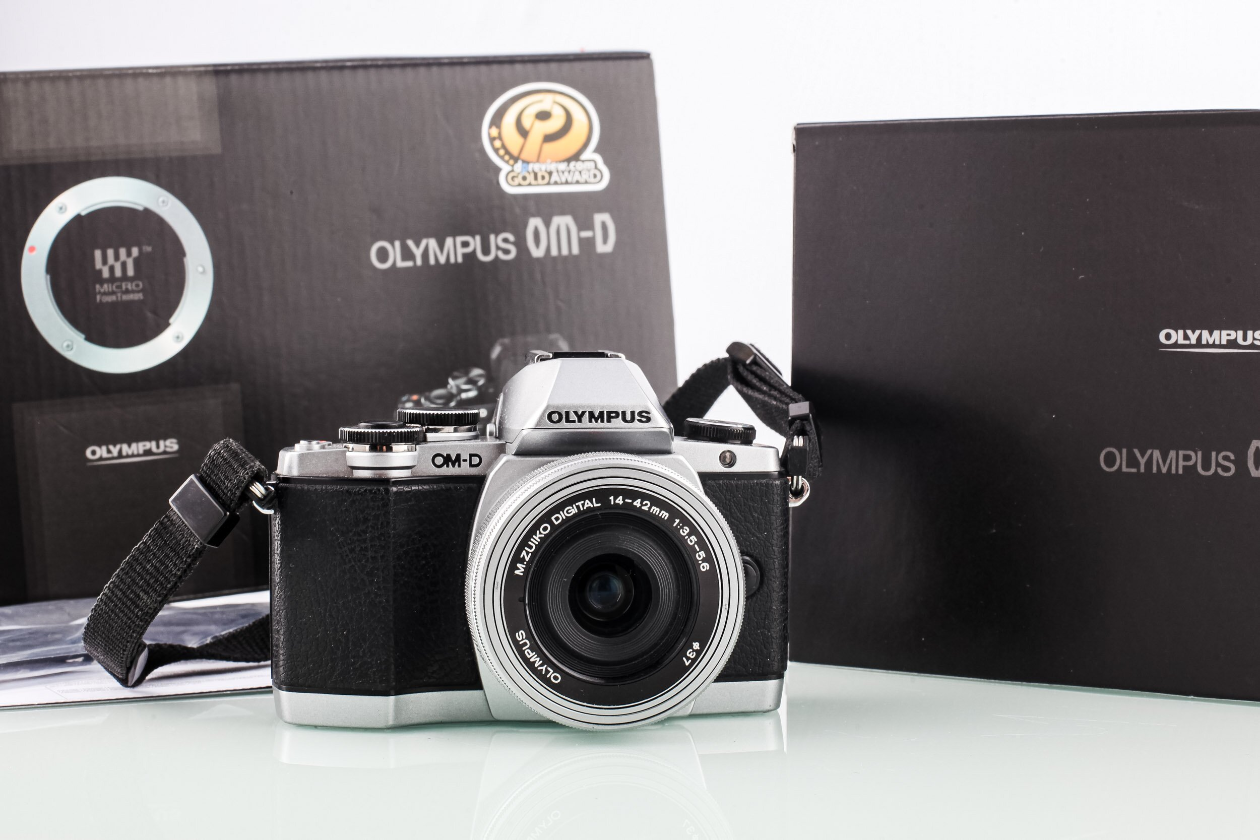 Olympus OM-D E-M10 + 14-42