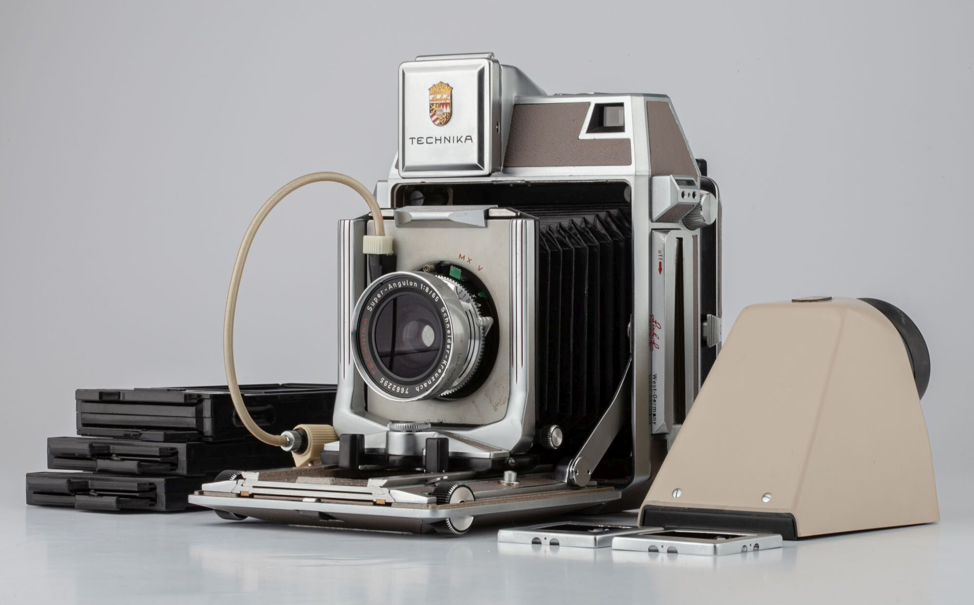 Linhof Technika 6x9 + Super-Angulon 8/65mm + Handgriff + Kassetten
